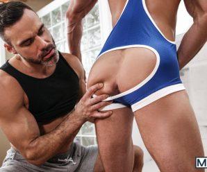 Men.com Manuel Skye pounds Skyy Knox