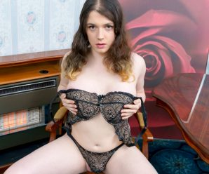 UK-TGirls Meet Sophie Kate!